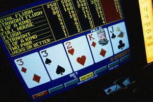 Se amate il poker tradizionale, sicuramente desiderate provare la versione video. Indipendentemente dal luogo in cui state giocando, ci sono alcuni trucchi poker che DOVETE ricordare. Il Video Poker può […]